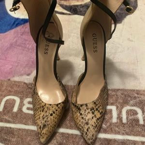 Guess pointy heels